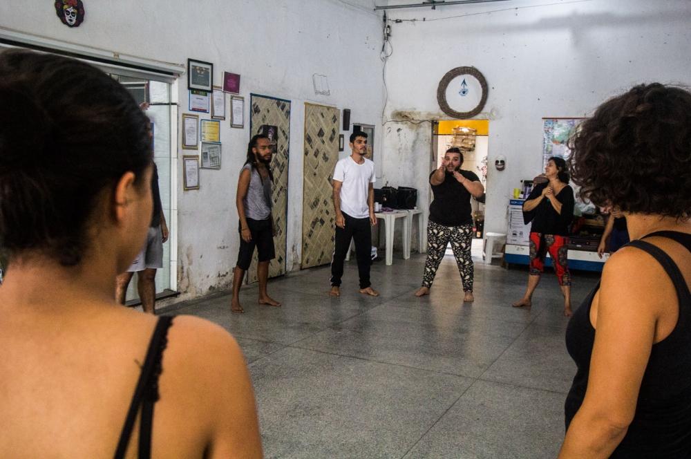 Caixa c nica tenta aproximar artistas e comunidade for Caixa oficina internet