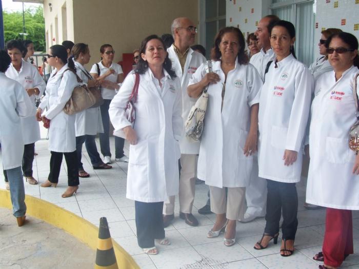 http://www.infonet.com.br/sysinfonet/images/secretarias/Saude/grande-medicos_paralisacao_01032009.JPG