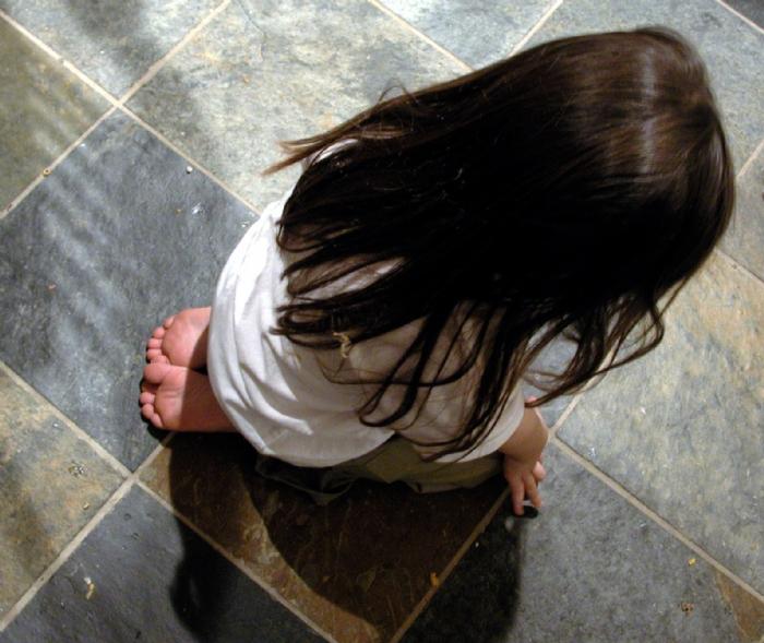 Criança triste, os filhos não se devolvem