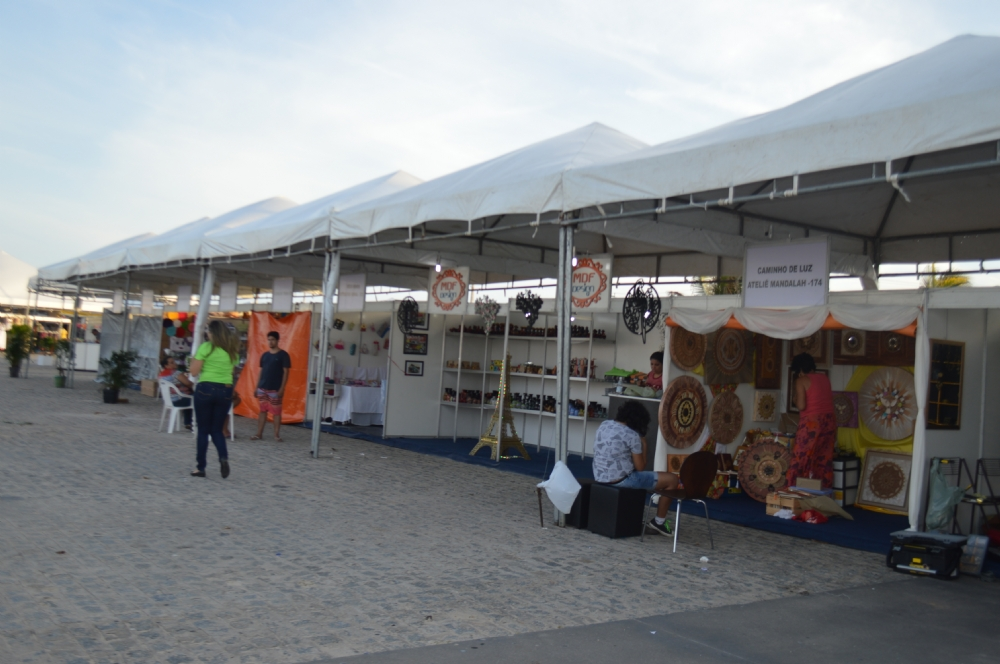 Resultado de imagem para feira de artesanato orla de aracaju