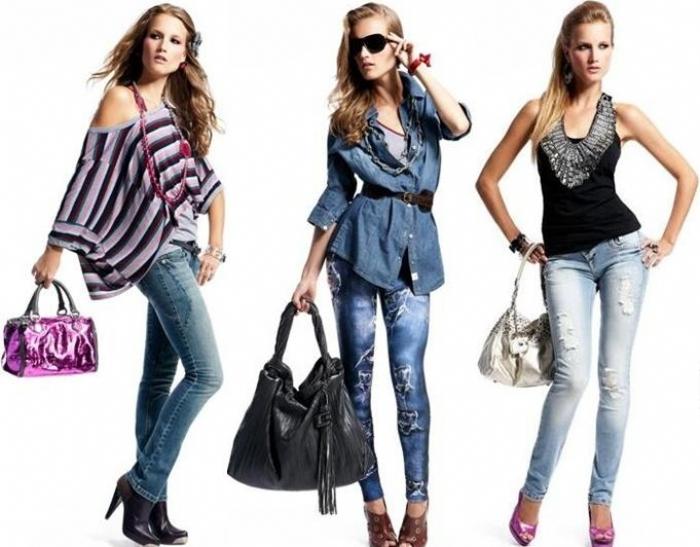 0647aa585 Nasceu em 1982 da vontade de seu fundador, Renato Caliman de criar um bom  jeans nacional. A marca começou com uma linha de jeans e acessórios feminino,  ...