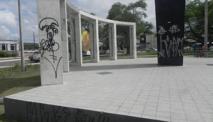 Vandalismo na Praça dos Expedicionários