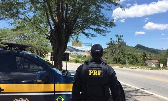 Socorro: PRF flagra dois homens com maconha na BR-101