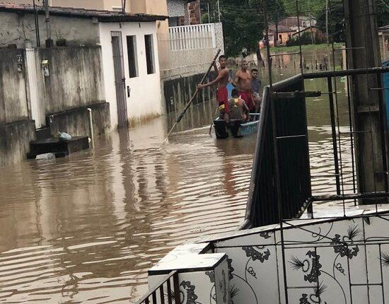 Chuvas inundam a cidade de Laranjeiras