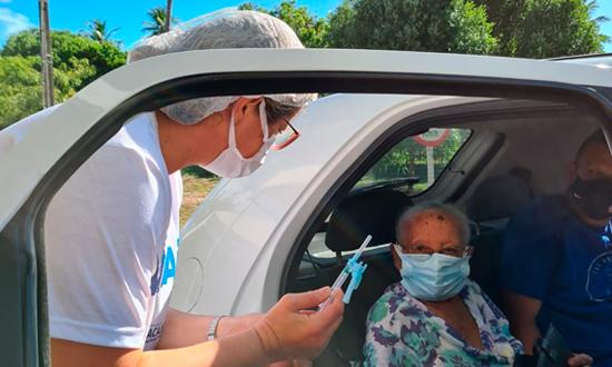 Idosos entre 66 e 67 anos podem se vacinar neste sábado, 3