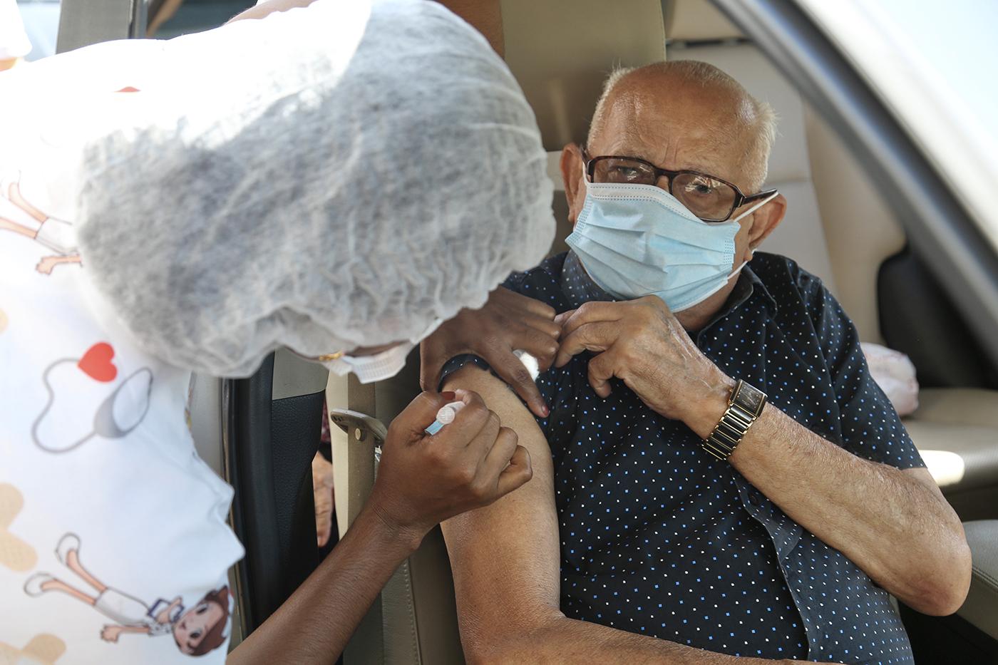 Vacinação de idosos com 71 anos começa nesta sexta em Aracaju