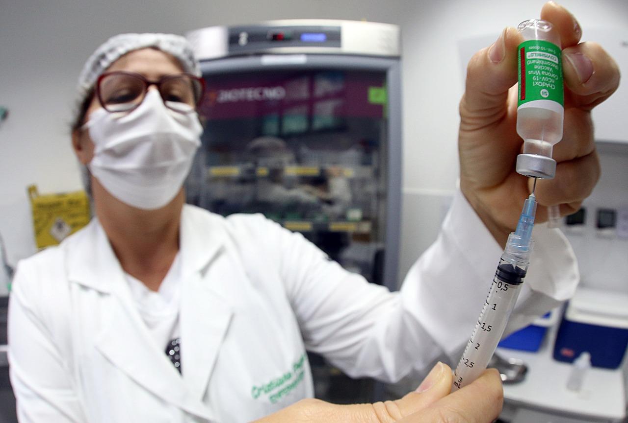 Vacinação para os profissionais da Saúde de 18 a 39 anos inicia hoje