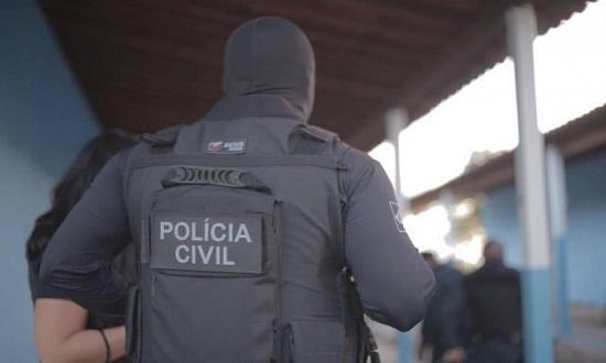 Polícia procura suspeito de importunação sexual contra mulheres