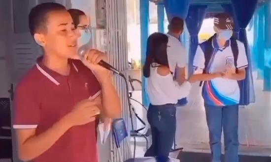 DORES: Luan Santana compartilha vídeo de aluno sergipano cantando em escola