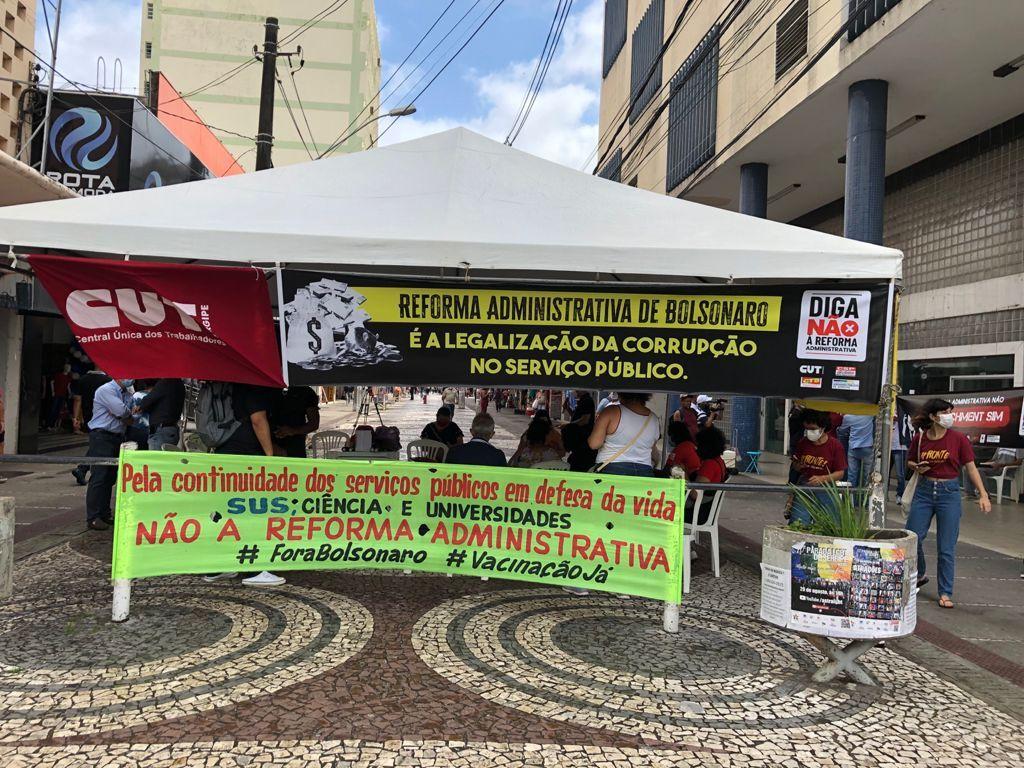 Sindicatos protestam contra à reforma administrativa em Aracaju