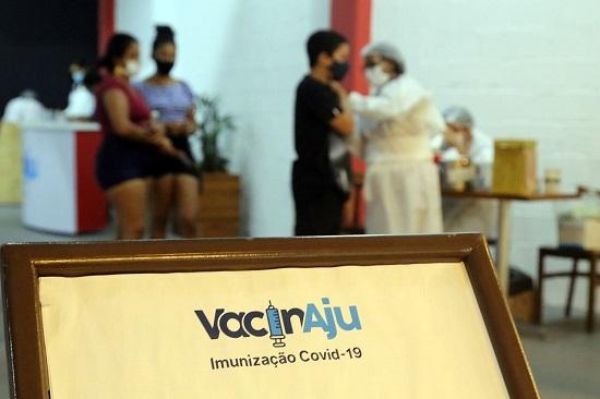 Aracaju vacina adolescentes de 12 a 17 anos até a próxima segunda, 11